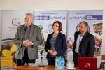 Uroczyste otwarcie konferencji. Od lewej: Adam Krzyśków (prezes WFOŚiGW w Olsztynie), Ewa Zawrotna (wicewójt Gminy Szczytno) i Dariusz Hodkowski (prezes Fundacji Autrimpus)