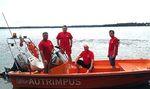 Ratownicy z Fundacji Autrimpus podczas patrolowania Jeziora Świętajno
