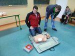 Uczniowie mieli okazję sprawdzić swoją wiedzę o udzielaniu pierwszej pomocy na fantomie